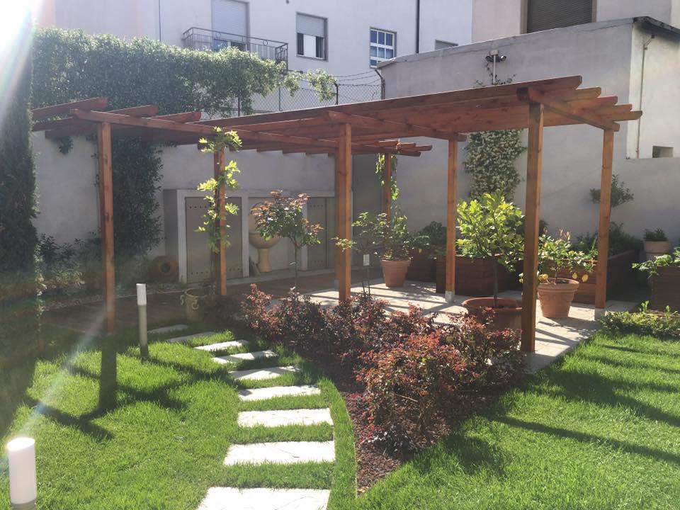 Strutture e protezioni solari progetto giardino - Progetto piccolo giardino ...